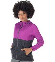 jaqueta corta-vento com capuz oxer opaque - feminina - roxo/preto