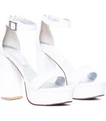 sandalia  de cuero blanca vercal