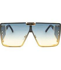 gafas cuadradas con accesorio dorado
