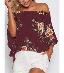 blusa con aberturas y hombros descubiertos con estampado floral al azar en burdeos