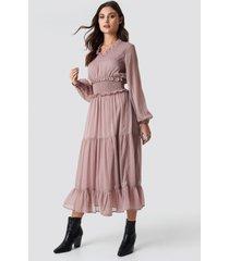 na-kd boho ruffle details flowy midi dress - pink