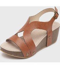 sandalia marrón azaleia