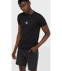 calvin klein jeans center monogram tee t-shirts & linnen black