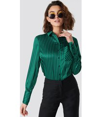 emilie briting x na-kd pinstripe satin pocket shirt - green