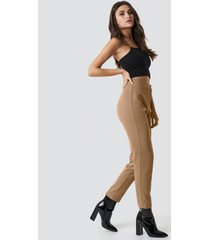 julia wieniawa x na-kd tailored slim suit pants - brown