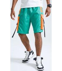 pantalones cortos con hebilla de cintas laterales de patchwork con bloques de color para hombre carga