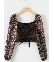 blusa de leopardo acanalada con cordón cuello blusa