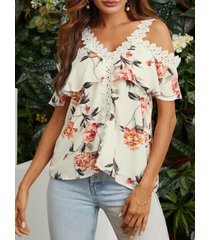 blusa con hombros descubiertos y estampado floral al azar con encaje blanco