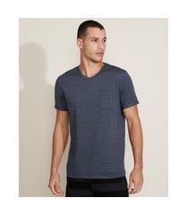 camiseta masculina básica com bolso gola careca gola v azul escuro