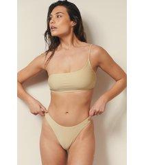 josefine hj x na-kd recycled bikinitrosa med hög benskärning - beige