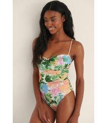 na-kd swimwear återvunnen hjärtformad baddräkt med tunna band - multicolor