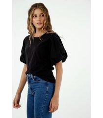 camiseta de mujer, silueta confort clásica con mangas englobadas, color negro