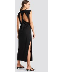 na-kd knot back jersey midi dress - black