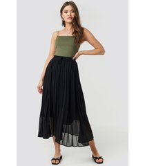 na-kd trend drawcord pleated midi skirt - black