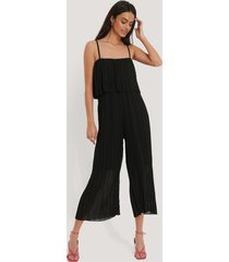 na-kd pleated cami jumpsuit - black