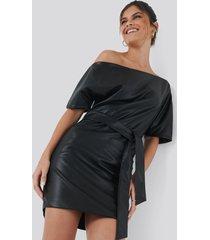 hannalicious x na-kd off shoulder pu dress - black