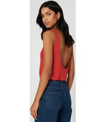 na-kd ribbed low back tank top - red