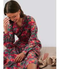 na-kd boho ruffle details flowy midi dress - multicolor