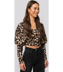 na-kd boho cropped puff sleeve satin blouse - multicolor