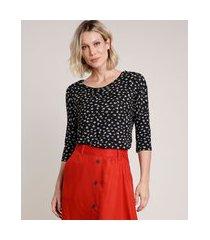 blusa feminina ampla estampada floral manga 3/4 decote redondo preta