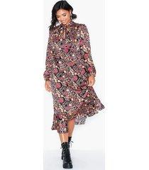 glamorous long sleeve paisley dress långärmade klänningar