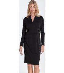 sukienka z subtelnym dekoltem czarna