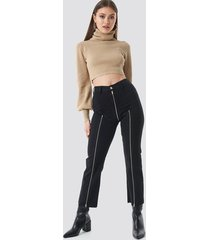 chloé b x na-kd cropped zipper jeans - black