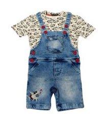 jardineira jeans com camiseta estampada ser garoto azul
