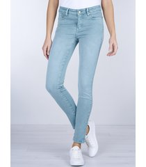 straight-cut jeans