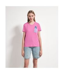 blusa manga curta em algodão com bolsinho e estampa stitch | lilo & stitch | rosa | p
