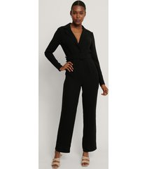 na-kd trend jumpsuit med raka ben och bälte - black