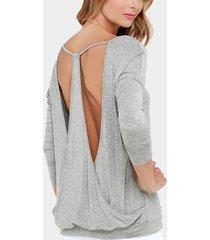 camiseta sin espalda con cuello en v en gris