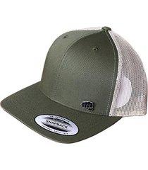 gorra fist con pin verde con malla color crema atrás gfistcap37