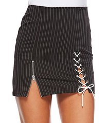 falda de cintura alta a rayas con diseño de cordones negros