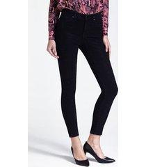 jeansy ze strasowymi aplikacjami