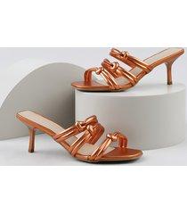 tamanco feminino oneself salto fino metalizado com nó laranja