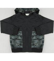 jaqueta corta vento infantil em nylon recorte camuflado com capuz e bolsos preta