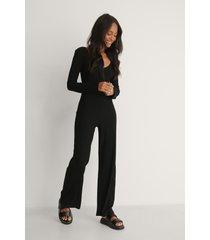 na-kd ribbstickad longärmad jumpsuit - black