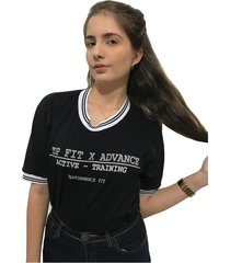 camiseta advance clothing college preta