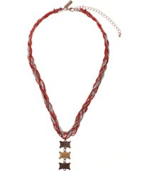 collar trenzado rojo humana