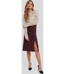 na-kd trend front slit satin skirt - red