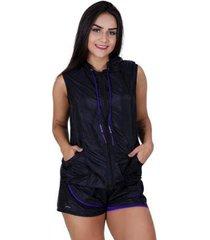 colete feminino fitness tactel detalhe dry capuz bolso e zíper orbis