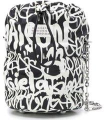 maison margiela bolsa bucket com estampa de grafite - preto