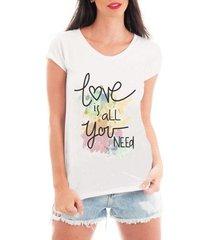 camiseta bata criativa urbana love is all yer need - feminino