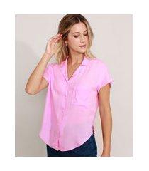 camisa ampla com bolso manga curta lilás