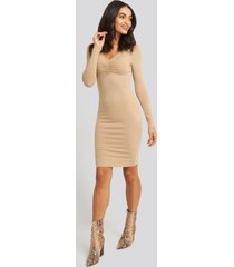 na-kd front ruched ribbed dress - beige