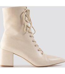 milena karl x na-kd lined up boots - beige