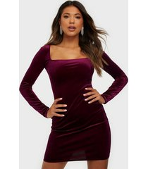 nly one square neck velvet dress fodralklänningar