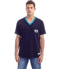camiseta mitchell & ness especial charlotte hornets preta - preto - masculino - dafiti