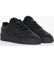 adidas originals rivalry low sneakers black